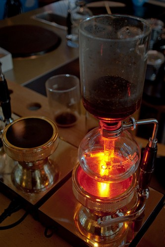 Japanese siphon coffee maker