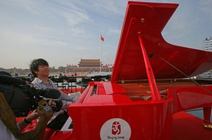 Lang Lang at a red piano