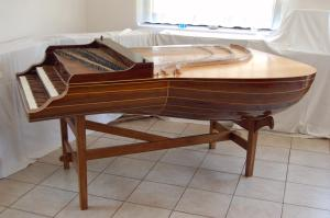 lute-shaped harpsichord